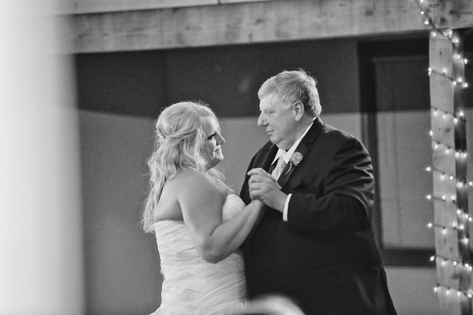 Earle Brown Heritage Center Wedding Photos 27