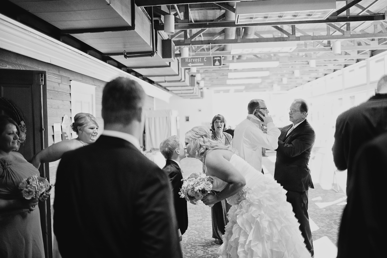Earle Brown Heritage Center Wedding Photos 5