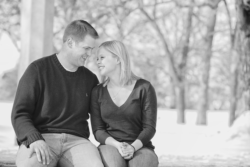 Minnehaha Winter Engagement Photos 1